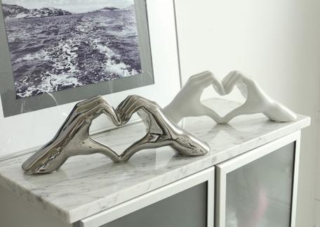 Sculptuur hand met hart
