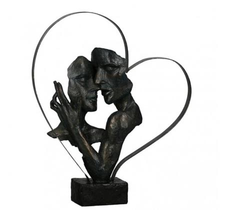 Sculptuur verliefd stel in hart