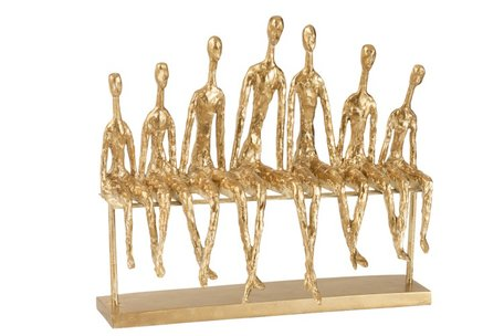 7 Mensen Zittend Op Een Bank Poly Goud